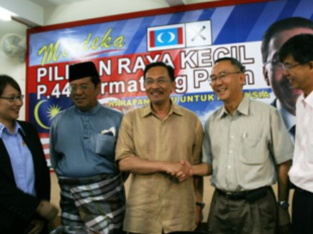 Beliau yang kini berada di Pulau Pinang secara terbuka menyifatkan DSAI sepatutnya meneraju negara dan meminta rakyat memberikan sokongan padu kepada Anwar.