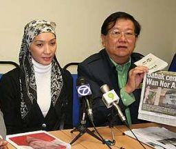 WAN NOR Azlin Wan Mohd Husain bersama Ketua Biro Pengaduan Awam MCA, Datuk Michael Chong pada sidang media di Kuala Lumpur semalam.