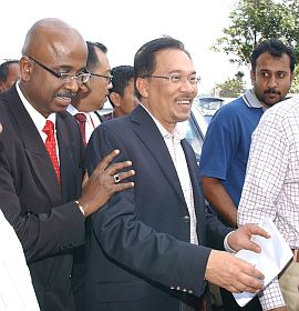 Peguamnya, Sankara N. Nair ketika ditemui pemberita di hadapan rumah Anwar di Segambut Dalam, di sini pada pukul 10.40 pagi ini, bagaimanapun enggan mengulas lanjut tujuan anak guamnya dikehendaki hadir ke mahkamah.