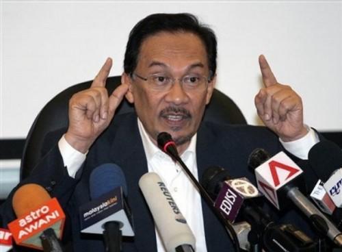 Amat menyedihkan, akal budi UMNO tidak menghargai ketokohan bangsanya yang berwibawa seperti DS Anwar Ibrahim. Pemikiran UMNO sah telah kembali ke zaman silam, ke zaman Raja Mendaliar dan Si Kitol, yang mana, warganya yang pintar dibunuh melalui tuduhan palsu.