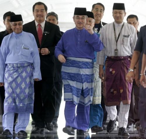 Ketibaan beliau disambut oleh timbalannya, Datuk Seri Najib Tun Razak yang sebelum itu tiba kira-kira pukul 10.11 pagi.