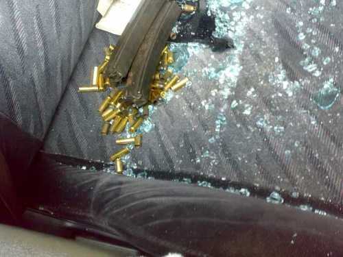 Bukti jelas menunjukkan dua lagi keronsong peluru Raifel M15 didalam kenderaan suspek yang masih belum digunakan.