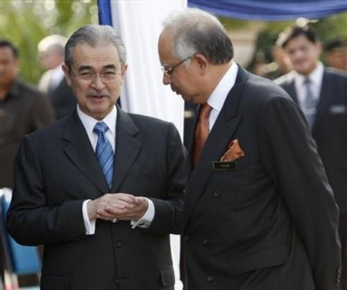Bagaimana cara Najib dapat melantunkan semula bola ini ke kepala Abdullah? Najib meminta PAC menyiasat supaya dapat dikenal siapa sebenarnya 'tuan nangka'.Ia satu 'permainan' tingkat tinggi. Berbilion ringgit wang negara jadi pertaruhan