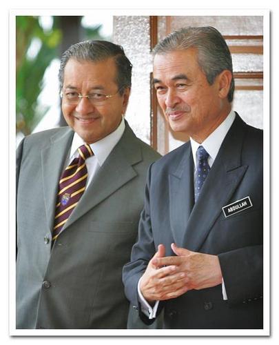Saya hairan kenapa semasa saya masih ahli Umno setelah letak jawatan sebagai Presiden Umno saya juga tidak dibenar berjumpa ahli Umno dan pemimpinnya dari peringkat bahagian sehingga peringkat Majlis Tertinggi.