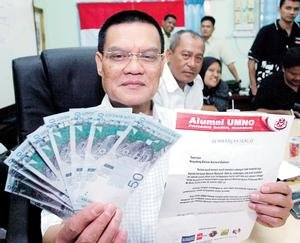 """Misteri yang perlu dibongkarkan ialah dari mana Adnan memperolehi wang sebanyak RM2 juta itu secara tunai?. Kenapa wang tersebut tidak disimpan dimana-mana bank? Apakah ia memang benar """"wang haram"""" dan """"wang rasuah"""
