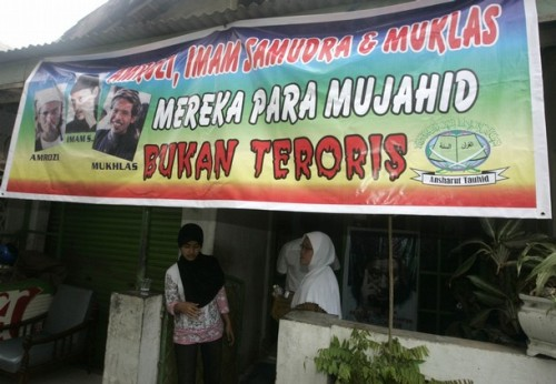 "A banner reading ""Amrozi, Imam Samudra and Muklas are Mujahiddeen, not terrorists"" hangs outside the house of Samudra's mother in Serang, Banten province November 6, 2008. Indonesian officials on Thursday told the family of one of the three militants sentenced to death for the 2002 Bali bombings to accept execution once it happens, a sign that executions will take place soon."