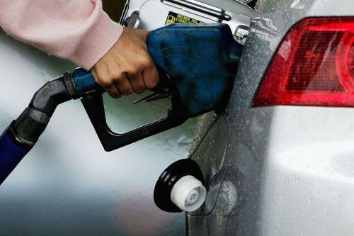 Ini ialah harga di pam apabila harga minyak berada berada di bawah AS$50 setong pada tahun 2005