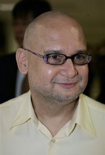 """Sememangnya tidak ada sekatan untuk mereka yang ditahan ISA untuk hadir di mahkamah,"""" - Hamid Albar"""