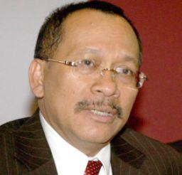 Difahamkan Razali, 59, yang juga anggota Parlimen Kuala Terengganu rebah ketika bermain badminton di institut itu.