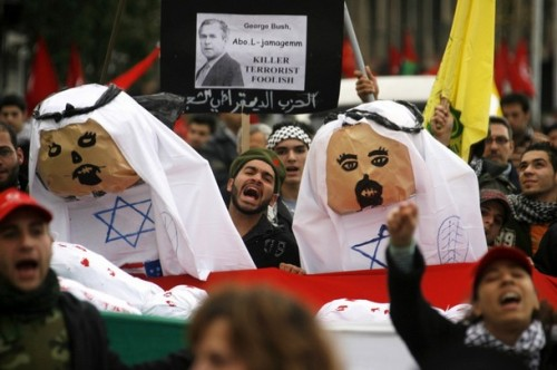 Lebanese leftists shout slogans as they carry effigies representing Arab leaders accused of failing to do anything to stop an Israeli attack on Gaza during a protest in Sidon, southern Lebanon, December 29, 2008. REUTERS/ Ali Hashisho   (LEBANON)