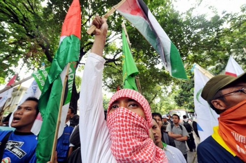 A protester from the National Committee for Palestine People shouts slogans during a anti-Israeli protest in front of the Egyptian embassy in Jakarta on December 30, 2008. Indonesia, the world's most populous Muslim nation, Monday condemned the massive Israeli air strikes in the Gaza Strip and said it would send cash and medical aid to Palestinian victims. AFP PHOTO/ADEK BERRY (Photo credit should read ADEK BERRY/AFP/Getty Images)