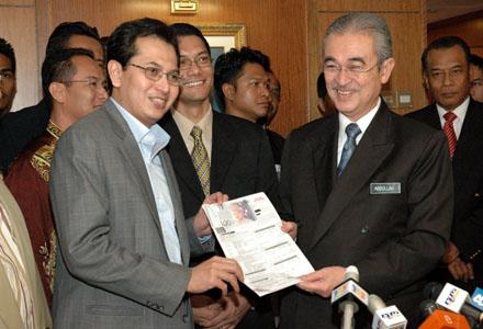 Kita (AMK Terengganu) meminta supaya Ezam datang bersama 6 kotak yang pernah didakwa oleh beliau berkaitan rasuah dan penyelewengan pimpinan Umno dan BN.