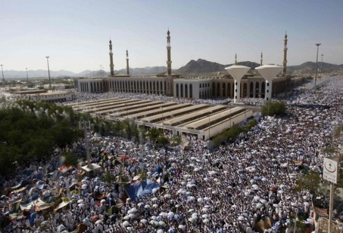 Muslim pilgrims pray at Namira mosque on  the plains of Arafat outside the holy city of Mecca December 7, 2008. More than two million Muslims began the haj pilgrimage on Saturday, heading to a tent camp outside Mecca to follow the route Prophet Mohammad took 14 centuries ago. REUTERS