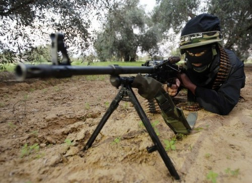 A Hamas militant takes part in a training drill near the border with the Gaza Strip December 19, 2008. Hamas on Thursday declared an end to a six-month-old Egyptian-brokered ceasefire with Israel in the Gaza Strip, raising the prospect of an escalation in cross-border fighting. REUTERS