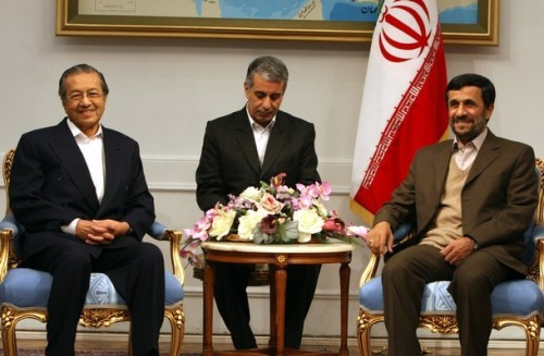 Iranian President Mahmoud Ahmadinejad meets with the former prime minister of Malaysia, Mahatir Mohammad (L), in Tehran on December 1, 2008. Mohammad is on an official visit to the Islamic republic. AFP PHOTO/ATTA KENARE (Photo credit should read ATTA KENARE/AFP/Getty Images)