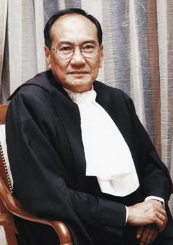 Mana mungkin seorang Hakim yang telah mengaku dalam sidang media bahawa beliau terlibat rasuah pada tahun 1987 boleh dianggat sebagai Ketua Hakim Negara. Apakah kita dapat melihat satu sistem perundangan yang adil dan telus jika manusia seperti ini dibiarkan terus berkuasa?.