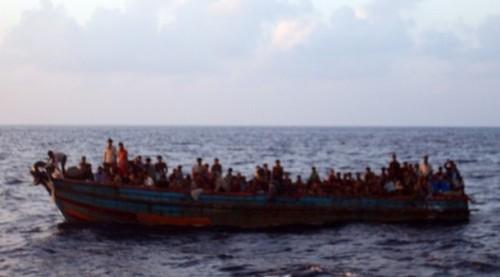 Gambar yang diambil secara rahsia oleh salah seorang yang terlibat dengan operasi ini. Gambar menunjukan bagaimana boat ini ditunda ke tengah-tengah lautan sebelum dilepaskan begitu saja.