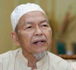 kalau diibaratkan sebatang pokok, Umno kini sebuah parti yang hampir mati dan akan gugur sendiri dahannya satu persatu sebelum menjadi pokok mati.