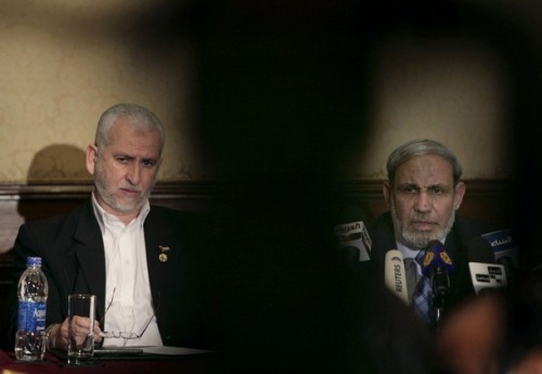 Senior Hamas leaders Mahmud Zahar (R) and Said Siyam speak to the media in Cairo April 18, 2008. The Hamas delegation met on Thursday with former U.S. President Jimmy Carter during their visit to Egypt. REUTERS/Nasser Nuri (EGYPT)