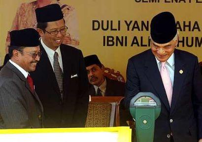 Kami rakyat jelata di negeri Perak sekarang ini sentiasa didalam kecelaruan untuk menjalani kehidupan seharian, kami tidak tahu yang mana satu yang patut kami lakukan..