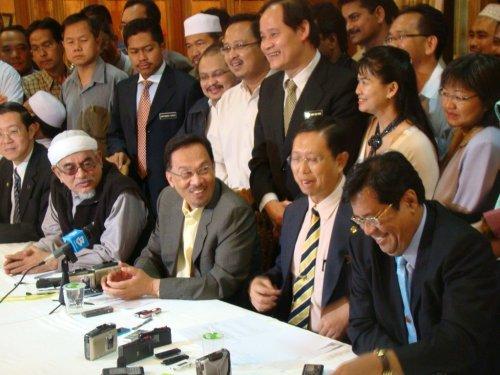 Sidang Akhbar Pakatan Rakyat di kediaman MB Perak petang tadi