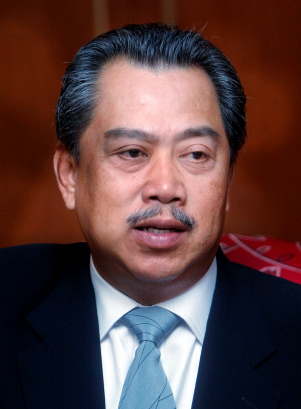 http://pinkturtle2.files.wordpress.com/2009/02/muhyiddin-yassin.jpg