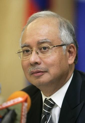 ,Najib bakal menghitung hari karier politiknya akan berakhir.Kau kena perangkaplah Najib.Pak Lah dan Khairi sengaja beri tanggungjawab baru kepada kau sebagai Pengerusi Perhubungan UMNO Negeri Perak.