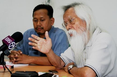 Dalam keadaan semasa saya melihat hanya PAS dan KeADILAN yang boleh menyelamatkan orang Melayu. Sekiranya orang Melayu merasakan teraniya, sokonglah dua parti ini,
