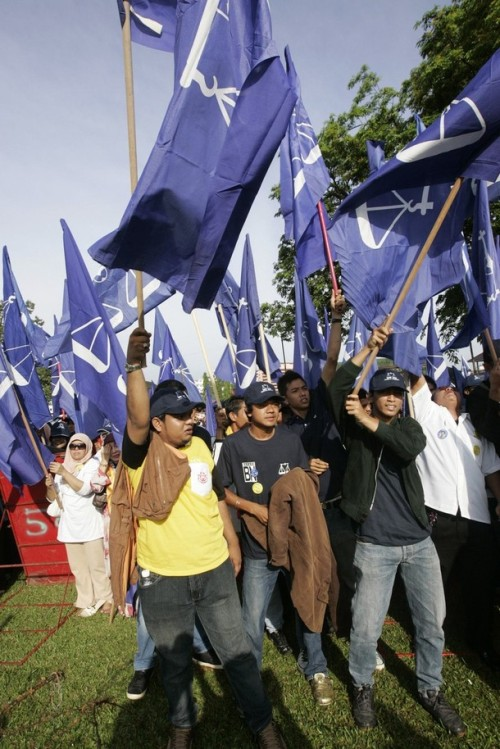 Supporters of Ismail Safian, the candidate for Malaysia's ruling National Front coalition, wave National Front flags during the nomination for the Bukit Gantang parliamentary by-election March 29, 2009. REUTERS