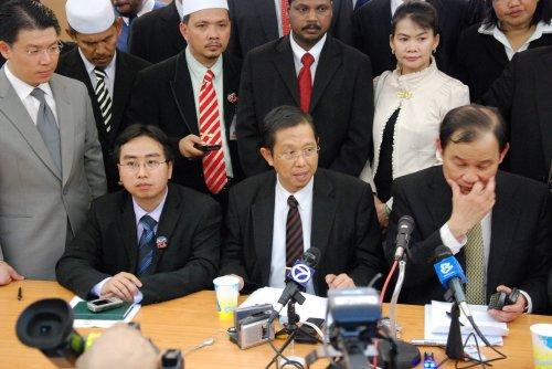 Menurut bekas Exco Kerajaan Negeri, Nga Kor Ming, dokumen berkaitan ketiga-tiga resolusi berkenaan sudah siap dan akan dikemukakan kepada Sultan Perak.
