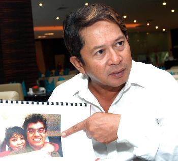Merujuk gambar Norhayati dengan bekas Ahli Parlimen Gombak Dr Rahman ini diambil, di mana kejadian ini berlaku? ... Ketika Pilihan Raya Kecil Pengkalan Pasir, Kelantan pada tahun 2005. Berlaku di bilik salah sebuah hotel di Kota Bharu. Semuanya ada terkandung dalam surat akuan bersumpah saya bertarikh 12 Oktober, 2006