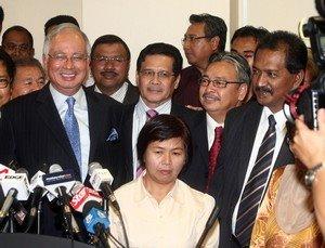 Kalau Hee Yit Foong mengendalikan sidang DUN, kemana perginya Sivakumar ketika sidang itu nanti? Pokoknya, Sivakumar mesti tidak hadir. Soal bagaimana memastikan ketidakhadiran Sivakumar sedang dipertimbangkan semasak-masaknya oleh kerajaan rampasan kuasa.