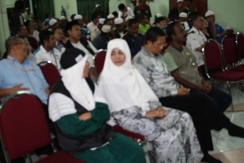 MB Nizar bersama isteri,Speaker M sivakumar  bersama sedang menunggu keputusan terkini