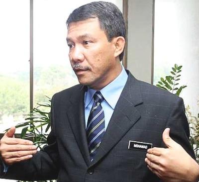 Kata seorang sumber, terawal sekali abang kepada Mohammad, Dato' Azman Hasan dikhabarkan telah meletakkan jawatan sebagai Setiausaha Perhubungan Umno Negeri Sembilan berkuatkuasa pada 16 April 2009 yang lalu.