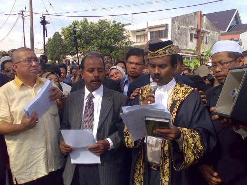 Usul tersebut dicadangkan oleh Menteri Besar, Datuk Seri Zambry Abd Kadir dan disokong oleh ADUN Sungai Rapat, Datuk Hamidah Osman.