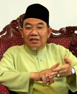 Pemuda PAS Perak kesal dengan tindak-tanduk Dato' Seri Mufti yang kelihatan selesa menjadi boneka dan talian hayat Umno Perak sering mengeluarkan kenyataan yang memihak Umno/BN.