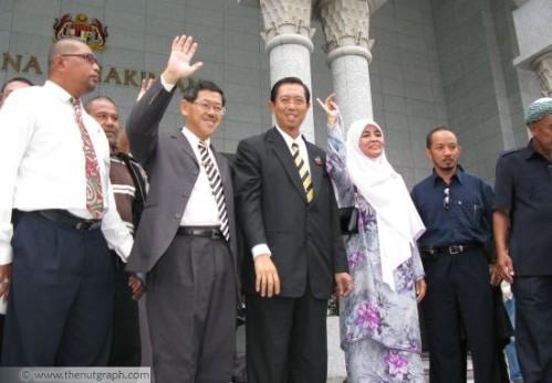 Seseorang Menteri Besar tidak boleh dilucutkan darpada jawatannya, walaupun dia kalah dalam undi tidak percaya di Dewan Undangan Negeri -