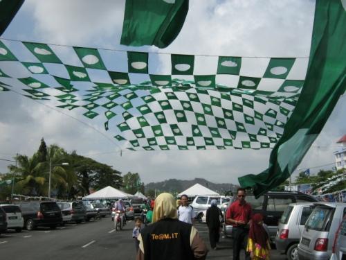 Penamaan calon pilihan raya kecil Manek Urai, Kelantan akan diadakan pada 6 julai manakala tarikh pengundian pada 14 Julai ini.Demikian diumumkan oleh Pengerusi Suruhanjaya Pilihan raya (SPR), Tan Sri Abdul Aziz Yusof