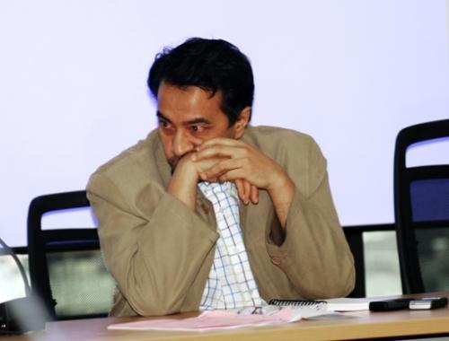 Ustaz Nasa telah dua penggal menjadi Timbalan Presiden PAS. Saya melihat Ustaz Nasa telah gagal menambahkan kekuatan PAS. Bahkan beliau hampir terperangkap dengan permainan UMNO. Kekuatan PAS hadir daripada penyokong yang tidak dijemput, bukannya hadir bersama kepimpinan Ustaz Nasa.Sama ada pembaca setuju atau tidak, saya lebih mengharapkan Husam Musa memenangi jawatan Timbalan Presiden PAS. Ini kerana saya yakin dengan stail kepimpinan dan pengalaman pentadbiran yang dimiliki oleh beliau. Husam Musa mempunyai rekod perkhidmatan yang cemerlang di Kelantan. Pengalamannya sebagai Setiausaha MB, exco dan pimpinan utama parti telah melayakkannya berada di kerusi nombor dua PAS.