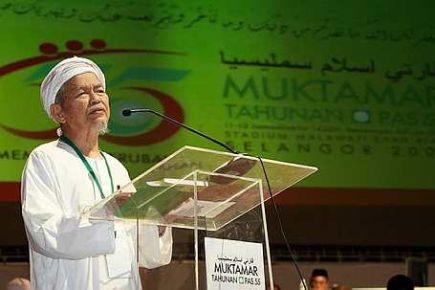 Idea itu mengarut, orang lain tak tahu macam mana kami berhadapan  dengan Umno di Kelantan,Saya tak faham macam mana (timbul)... kita sudah  buat keputusan di Ipoh tahun lalu, dan kita menyokong Pakatan  Rakyat.Mereka ini umpama telur-telur tinggalan penjajah Inggeris dahulu  yang menetas satu persatu - TGNA