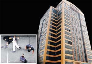 Mengikut In-Charge aku, biasa seorang anggota TLDM terjun bunuh diri dengan ketinggian 10 tingkat sahaja, mayatnya bersepai jatuh ke bawah, puas anggota bomba memungut dan membersihkannya - manjung mari