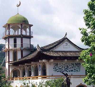 Begitulah hebatnya kerja-kerja Islam yang telah dibuat oleh Umno, maka itulah dalil bahawa Umno adalah parti Islam. Kalau camtu aku rasa Singapura, Thailand malahan Negara China tu pun boleh dikatakan negara Islam juga lah pasal kat negara mereka ada banyak juga masjid-masjid malahan lebih moden dari kat negara kita.