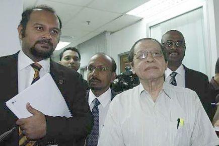 Ketika ditemui media, Gobind berkata, pihaknya memerlukan sekurang-kurangnya 10 hari untuk meneliti semua dokumen itu.