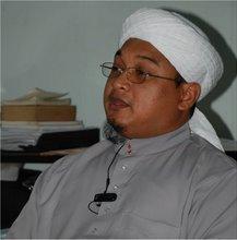 Pemuda Pusat mengambil keputusan bersetuju supaya Ketua Pemuda hadir pada 13 Ogos di Dewan Perhimpunan Cina dengan syarat Ketua Pemuda UMNO turut hadir. Kita akan tarik diri sekiranya selain daripada Ketua Pemuda Umno hadir - azman shapawi