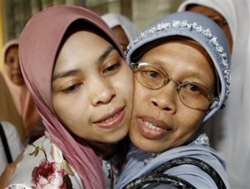 Kes seterusnya melibatkan tiga orang termasuk Kartika, 32. Dia dijatuhkan hukuman enam sebatan rotan dan denda RM5,000 kerana meminum arak di sebuah kelab malam di Cherating pada 11 Julai tahun lalu. Mahkamah memutuskan hukuman itu selepas Kartika mengaku bersalah terhadap tuduhan tersebut pada 20 Julai lalu.