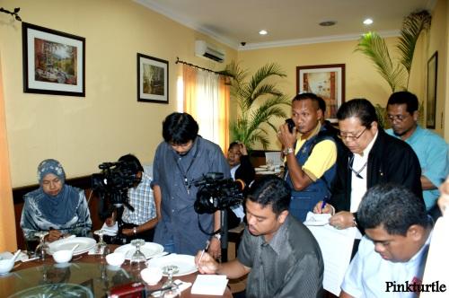 Para wartawan yag hadir pada sidang media tersebut