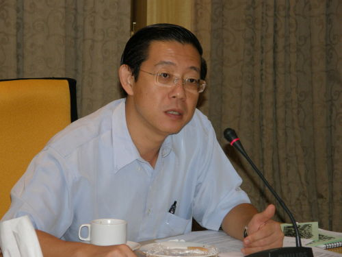 http://pinkturtle2.files.wordpress.com/2009/12/guan-eng-speaks-to-pgcc-campaign-group.jpg