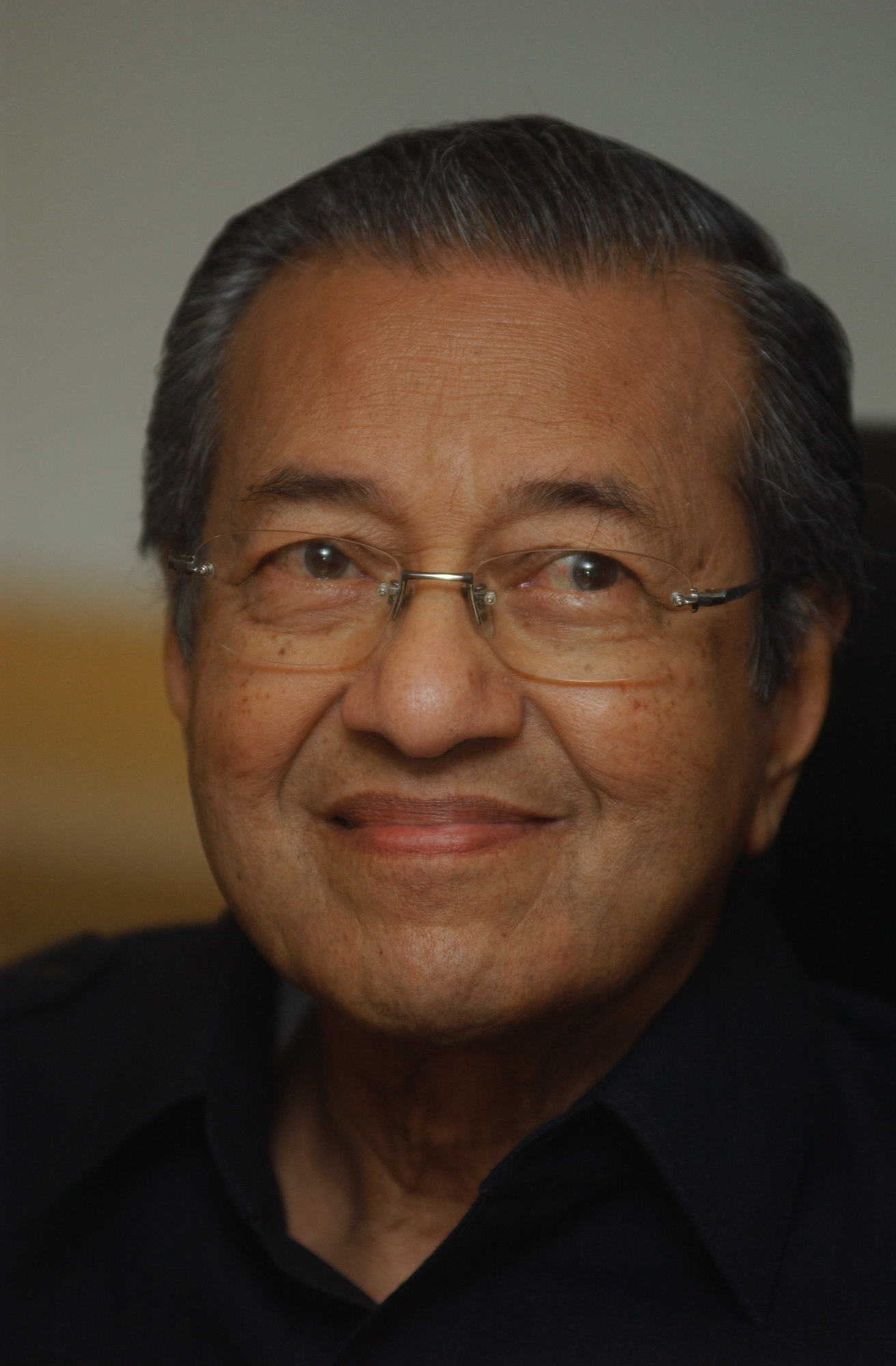 mahathir mohamad Malaysia's veteran ex-leader mahathir mohamad, 92, has won a historic  election victory, in a political earthquake that toppled the country's.